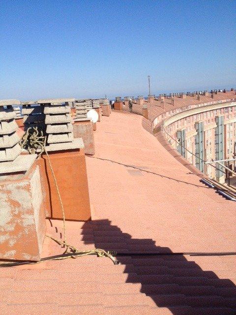 Reparación de tejado urbanización as lagoas. paseo alcalde francisco vazquez. a coruña